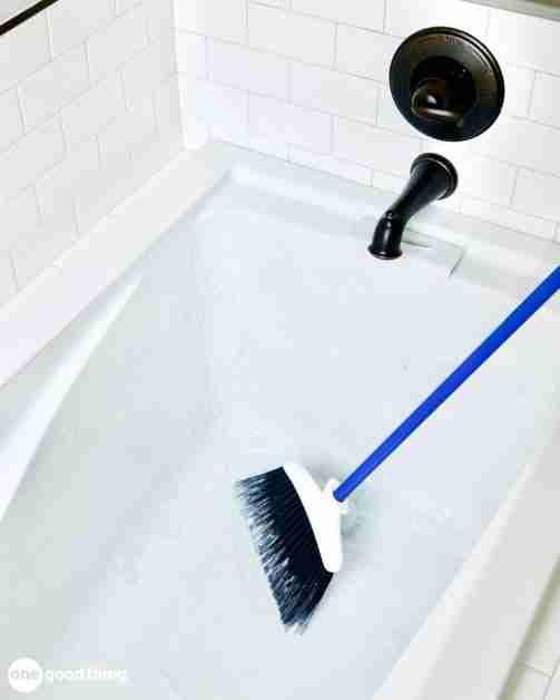 broom to clean bathtub
